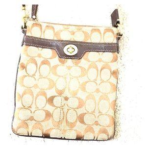 💕 Coach tan brown jacquard crossbody bag 💕